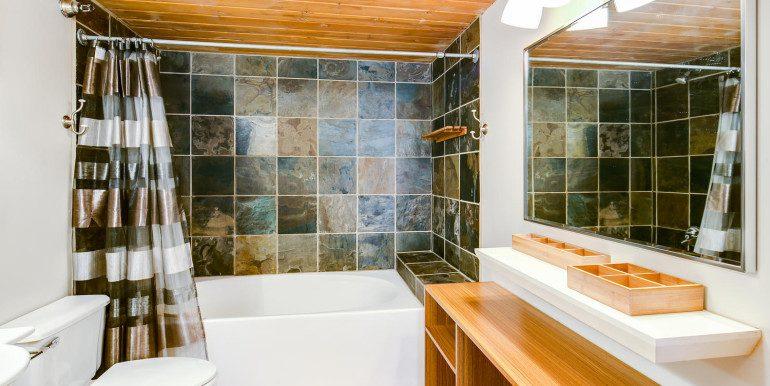 1450 Wynkoop 2G Denver CO-large-018-44-Bathroom2-1500x1000-72dpi