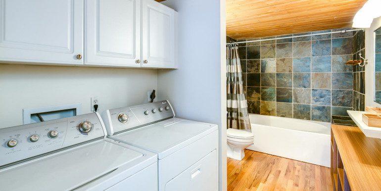 1450 Wynkoop 2G Denver CO-large-019-41-Laundry Room Bathroom1-1500x1000-72dpi