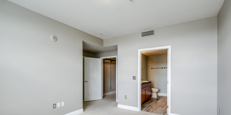 21_Upper Level-Master Suite-Bedroom-3