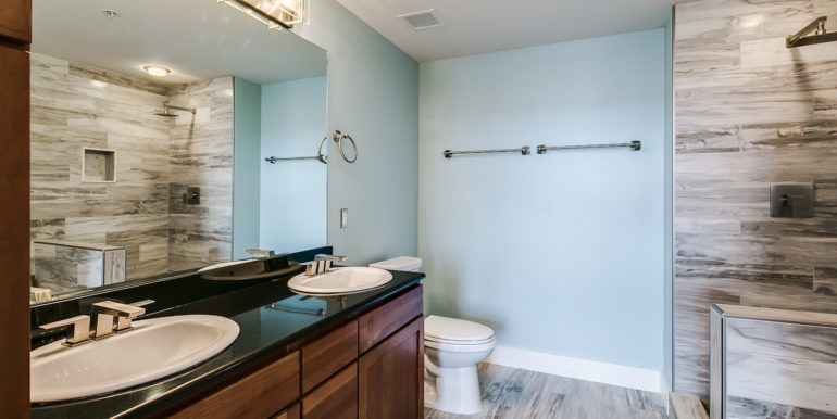 22_Upper Level-Master Suite-Bathroom-1