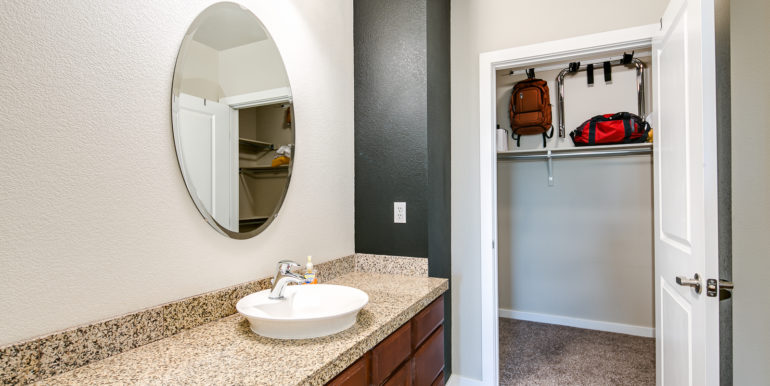 30_Master Suite-Bathroom-1