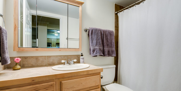 16_Bathroom Two-1