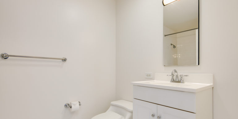 16_Master Suite-Bathroom-1