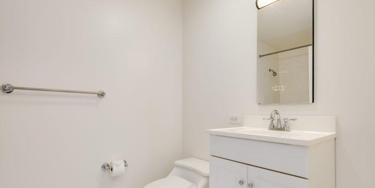 16_Master Suite-Bathroom-1