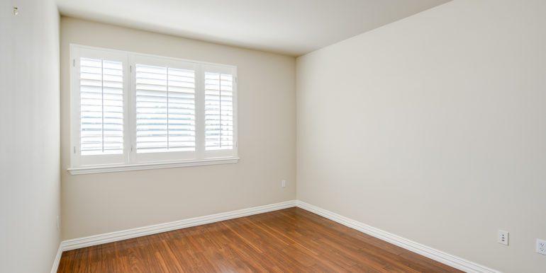 17_Master Suite-Bedroom-3