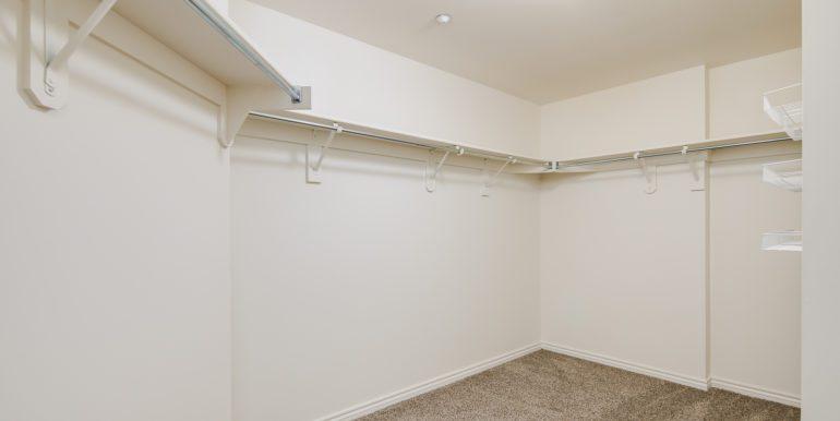 17_Master Suite-Walk In Closet-1
