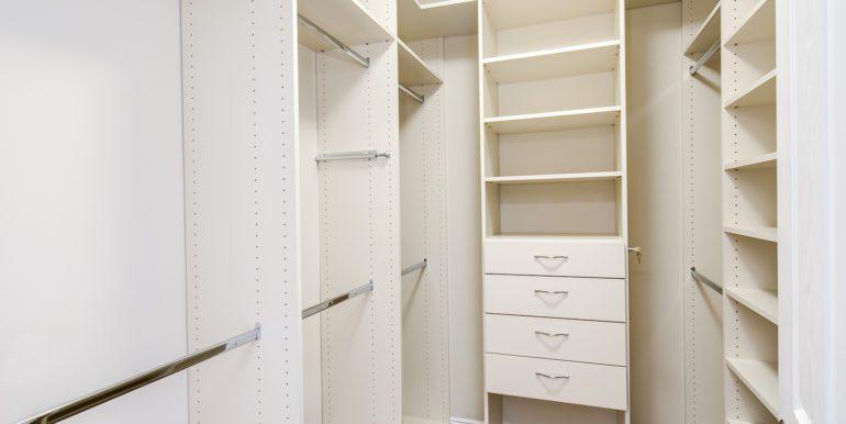 18_Master Suite-Bedroom-Walk In Closet-1