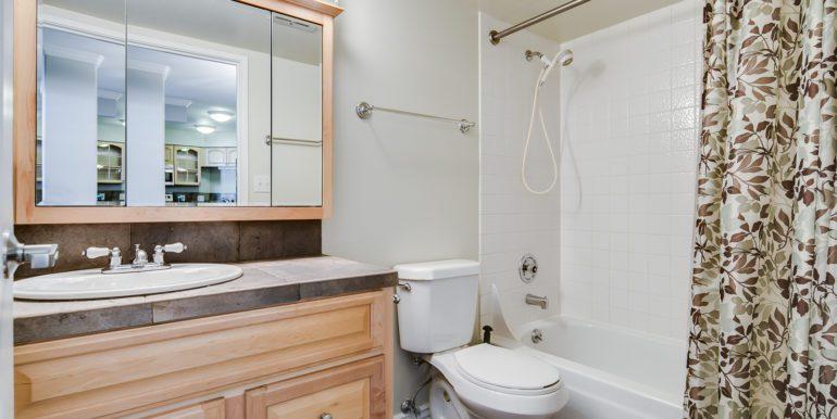 25_Bathroom Two-1-2