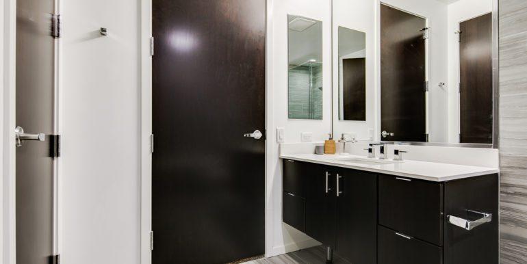 19_Master Suite-Bathroom-1