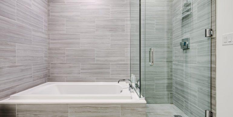20_Master Suite-Bathroom-2