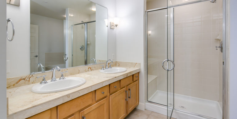 21_Master Suite-Bathroom-2