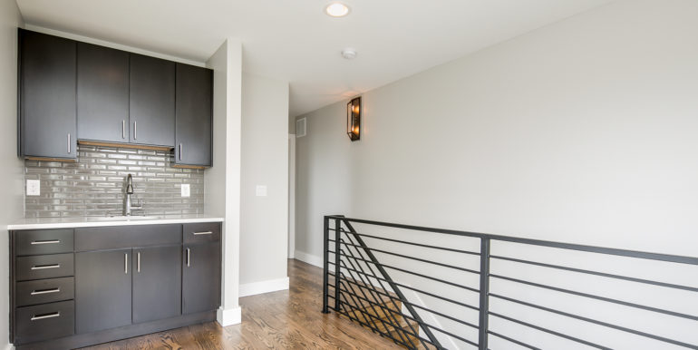 26_Upper Level-Wet Bar-1