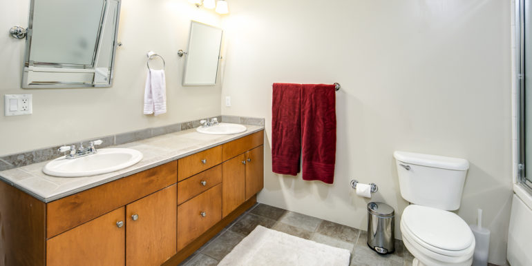 17_Master Suite-Bathroom-1