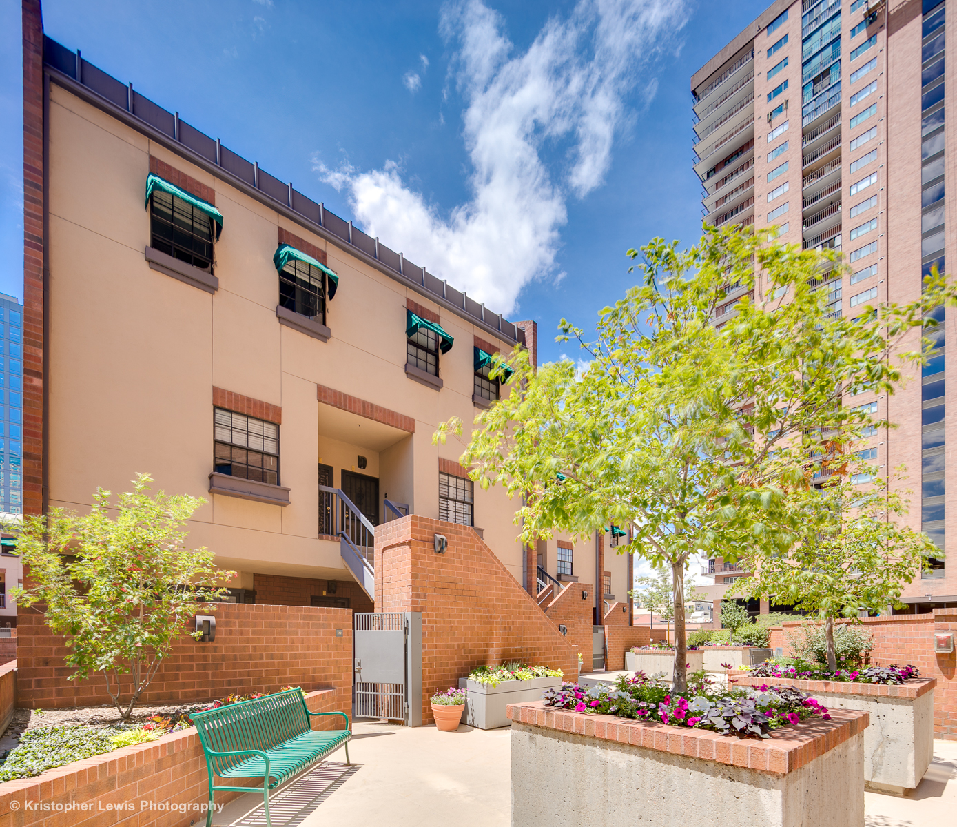 Writer Square Townhome – Downtown