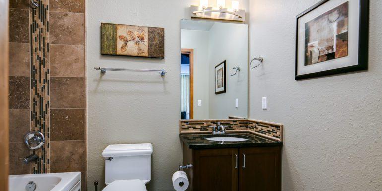 15_Bathroom Two-1