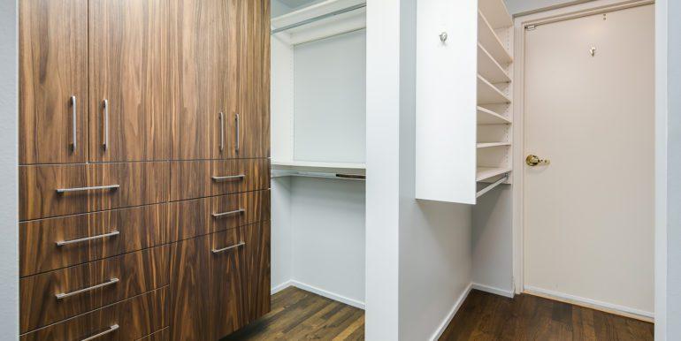 27_Master Suite-Walk In Closet-1