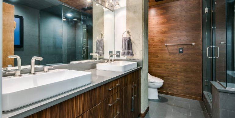 29_Master Suite-Bathroom-1-2