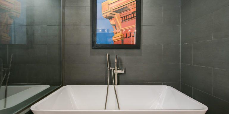 30_Master Suite-Bathroom-2