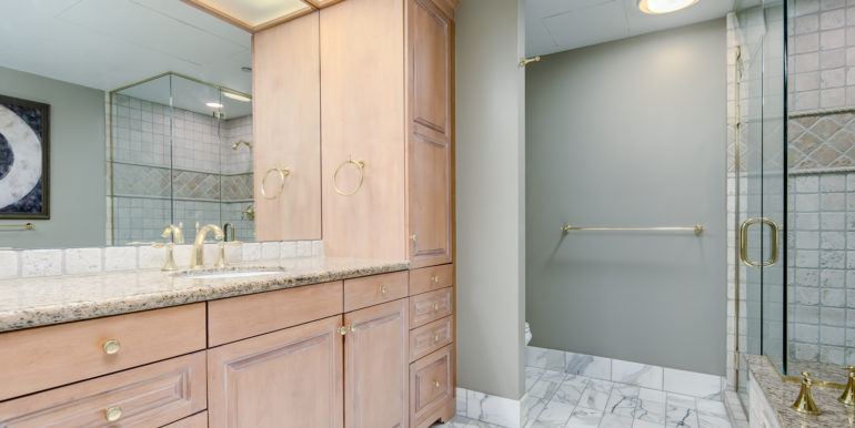 32_Master Suite-Bathroom-1
