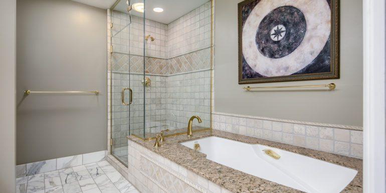 33_Master Suite-Bathroom-2
