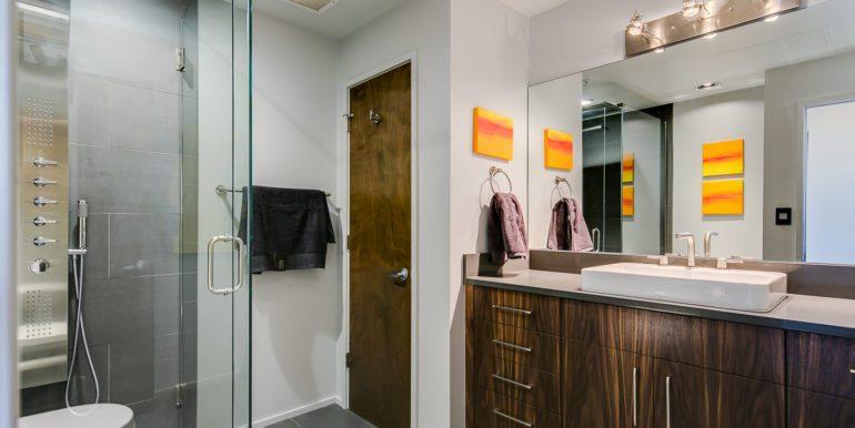 35_Bathroom Two-1