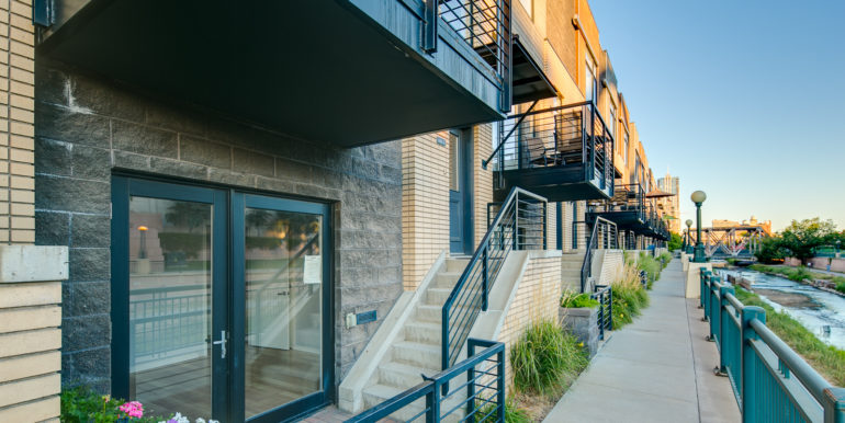 4_Exterior-Front-1