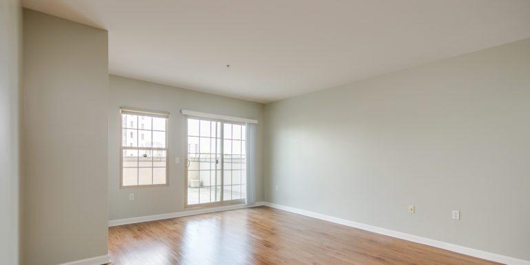 8_Living Room-3