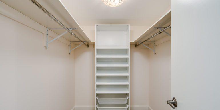16_Master Suite-Walk In Closet-1 (1)