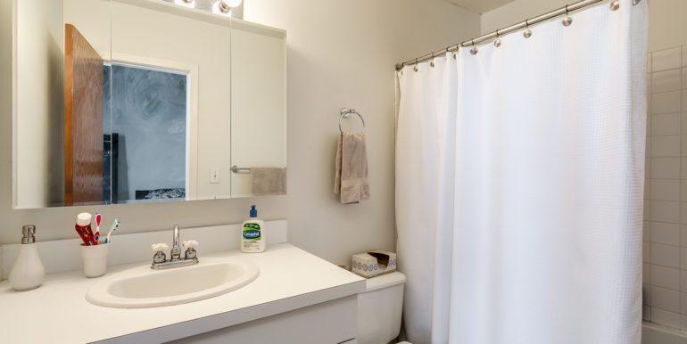 20_Bathroom-1