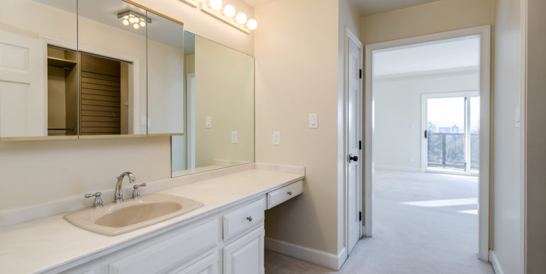 20_Master Suite-Bathroom-2