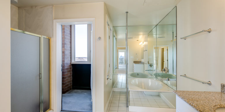 22_Master Suite-Bathroom-6