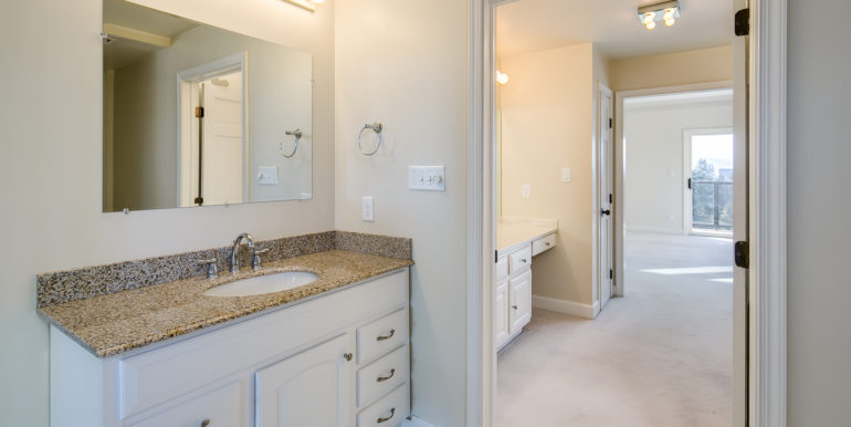 24_Master Suite-Bathroom-5