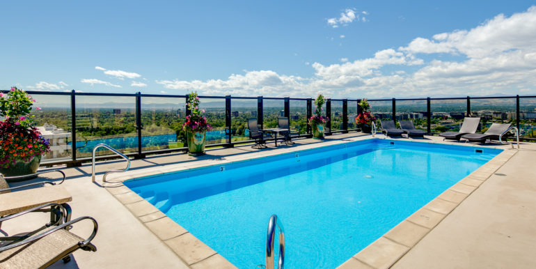 36_Building-Rooftop Pool-2