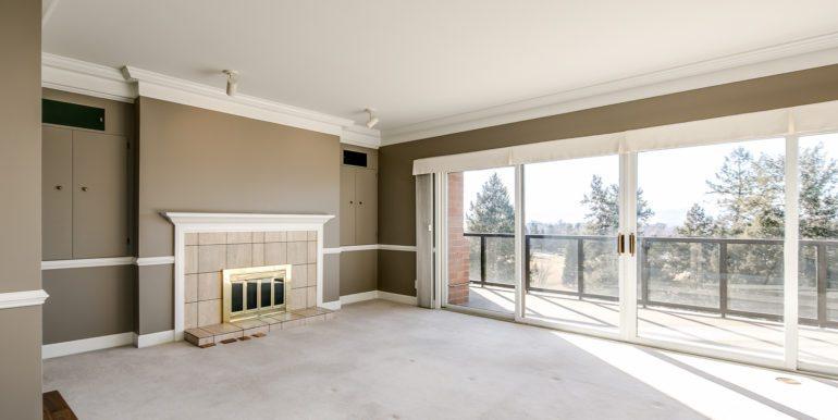 7_Living Room-1