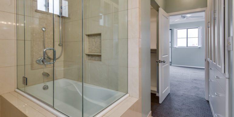 16_Master Suite-Bathroom-2