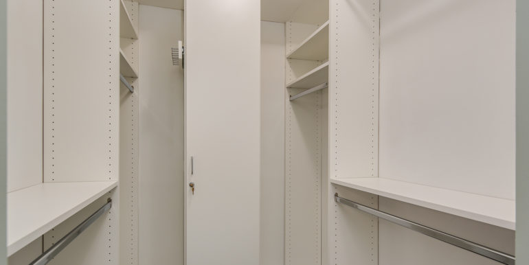 17_Master Suite-Walk In Closet-1