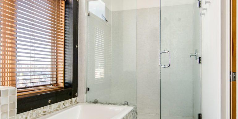 18_Second Level-Bathroom-1
