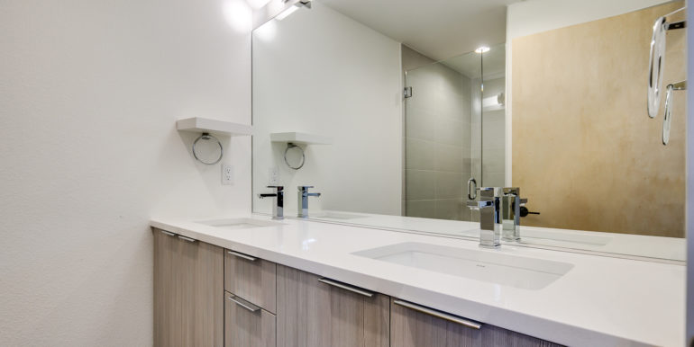 20_Third Level-Master Suite-Bathroom-1-2