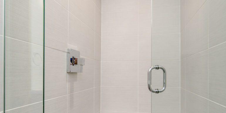 21_Third Level-Master Suite-Bathroom-2