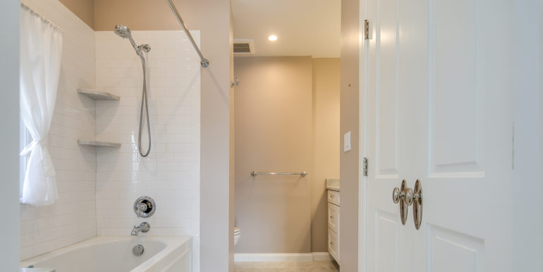 25_Master Suite-Bathroom-3