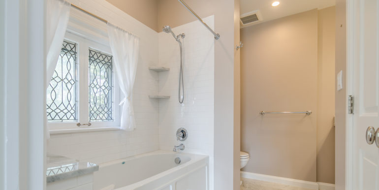 26_Master Suite-Bathroom-4