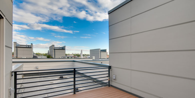 32_Forth Level-Rooftop Deck-3