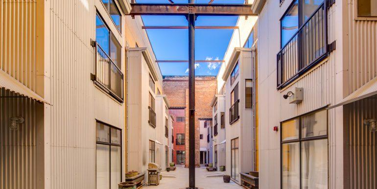 4_Exterior-Building-Courtyard-1