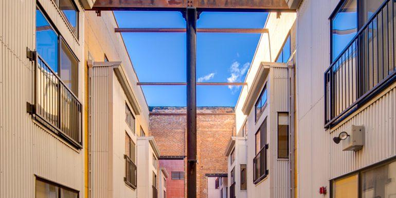 5_Exterior-Building-Courtyard-2