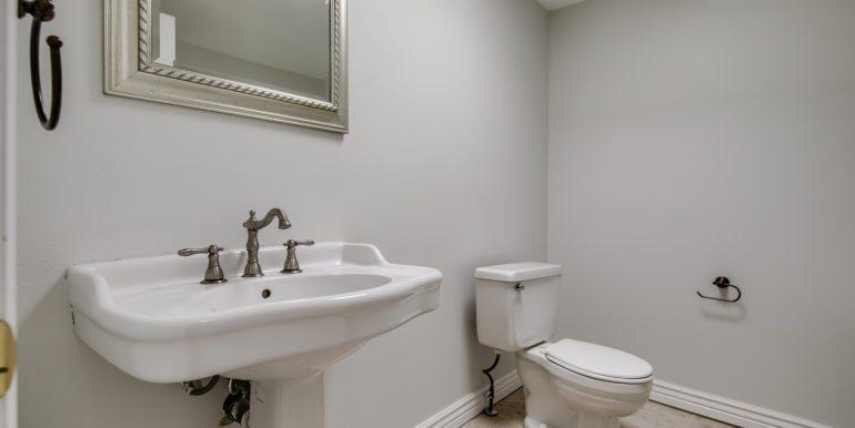 22_Upper Level-Master Suite-Bathroom-1