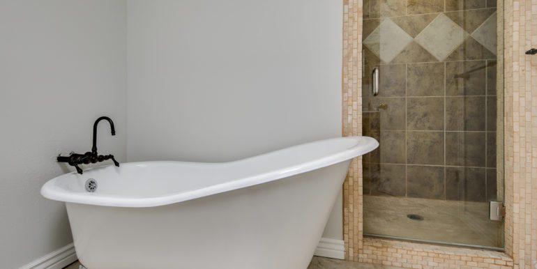 23_Upper Level-Master Suite-Bathroom-2