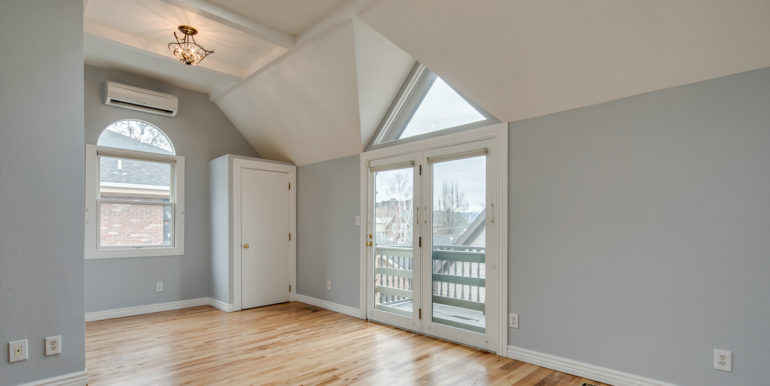 25_Upper Level-Master Suite Two-Bedroom-2