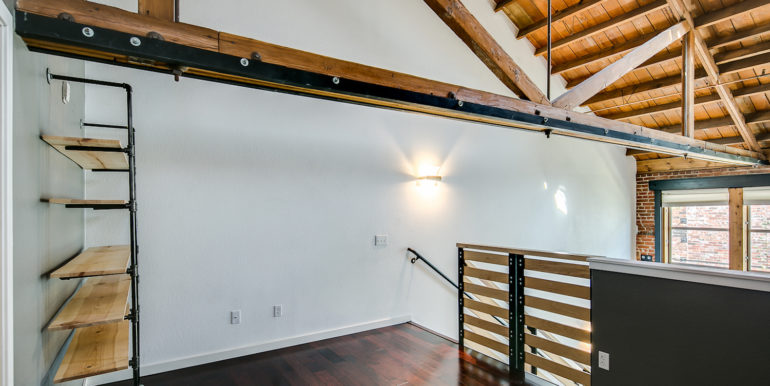 22_Upper Level-Master Suite-Bedroom-3