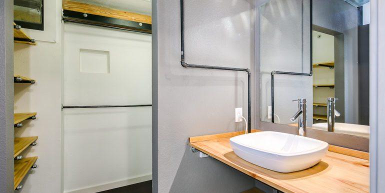 24_Upper Level-Master Suite-Bathroom-1