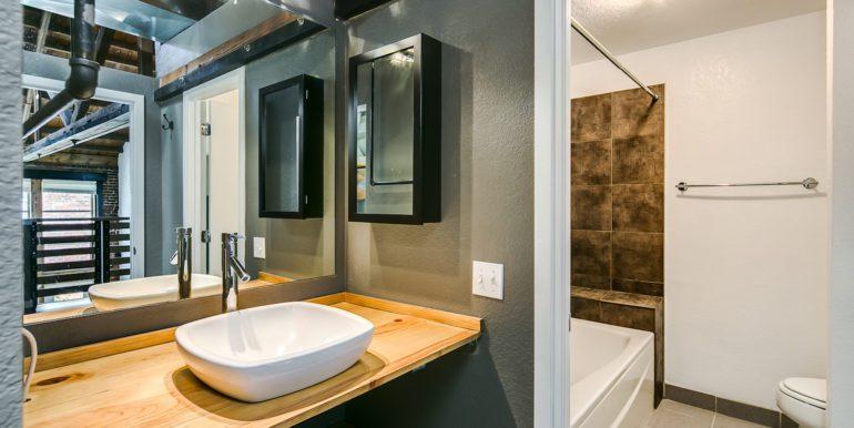 26_Upper Level-Master Suite-Bathroom-2